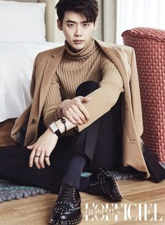 """Lee Jong-Suk 더블유 """"W - Two worlds"""" Han Hyo-Joo 李鍾碩 -- Think you're classy? Lee Jong Suk showed true class in his recent pictorial with 'L'Officiel Hommes'!He dressed cozily in knit sweaters with… Jung Yong Hwa, Jung Suk, Park Hae Jin, Park Seo Joon, Park Hyung Sik, Lee Jong Suk, Lee Joon, Lee Min Ho, Asian Actors"""
