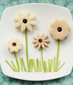 Cute Lunch Idea: May Flowers | Find the recipe for this fun food at http://www.canadianfamily.ca/