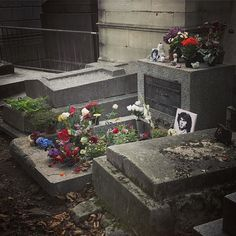 Well the music is your special friend  Dance on fire as it intends  Music is your only friend  Until the end  #jim #morrison #perelachaise #paris