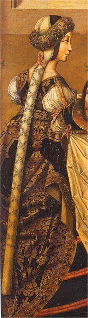 Cofia de tranzado (en la cinta lleva una inscripción al gusto morisco) con un rollo bordado encima (a la moda internacional). En los años 90 el pelo baja hasta rozar el cuello y cubrir parte de las mejillas, por lo que el tranzado arranca a mitad del cuello. 1500. Decapitación de S. Juan Bautista, Maestro de Miraflores, Museo del Prado, Madrid (detalle)