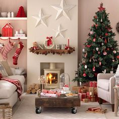 Star Christmas decorating ideas ~ http://www.lookmyhomes.com/budget-christmas-decorating-ideas/