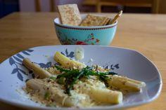 Spargel mit Käsesauce und Salzkracker Potato Salad, Potatoes, Chicken, Meat, Ethnic Recipes, Food, Asparagus, Cooking, Potato