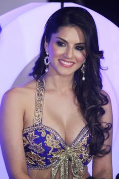 Sunny Leone in Short Skirt (Ghagra) and Choli Style Blouse Photoshoot Seductive Pose, Oval Face Hairstyles, Oval Faces, Sexy Hot Girls, Hottest Photos, Bollywood Actress, Bollywood Bikini, Indian Beauty, Sunnies