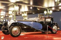The Bugatti Royale. Only 6 were built between Largest production car ever. And now because of the style and rarity.the most expensive car in the world. Last to trade hands went for over 6 million. Bugatti Royale, Bugatti Models, Bugatti Cars, Retro Cars, Vintage Cars, Antique Cars, High End Cars, Cars 1, Bugatti Chiron