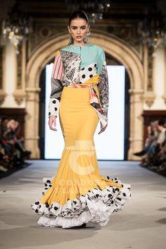 flamencuraweb.com | Juan Boleco, We Love Flamenco 2018 Spanish Dress, Spanish Style, Spanish Fashion, Retro, New Outfits, Lace Skirt, Ideias Fashion, Style Me, Gowns