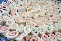 Broodrolletjes / - brood - roomboter - kalkoen - tonijn in blik - hesp of ham - kip - gerookt of gedroogd vlees - rauwe ham (type parmaham) - waterkers - augurken - komkommer - kruidenkaas (type boursin) - roomkaas (type philadelphia) - rode pesto - eieren - mosterd - groene pesto - mayonaise