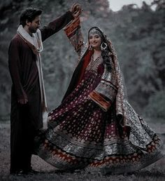 Afghanistan Culture, Mayon Dresses, Afghani Clothes, Indian Aesthetic, Afghan Girl, Afghan Dresses, Pakistani Bridal Dresses, Cool Girl Pictures, Costume