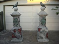 Directions to making these entrance pillars - Lowes sells faux brick panels Halloween Prop, Halloween Outside, Halloween Tombstones, Halloween Graveyard, Outdoor Halloween, Halloween Projects, Holidays Halloween, Halloween Decorations, Happy Halloween