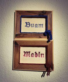 Schild für WC in Altholzrahmen mit Beschriftung Buam und Madln. Preis 30€ für beide. holzmade.tirol@gmail.com Beide, Frame, Home Decor, Mirror Image, Signage, Mirror Glass, Engineered Wood, Beautiful Things, Picture Frame