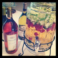 the BEST EVER white wine sangria recipe- raspberries, mint, apple... amazing.