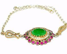 Delicadíssimo bracelete de prata 925 com pedra esmeralda, rodeada por rubis e topázios brancos. Produto da Ásia