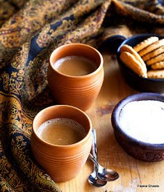 In India, chai is more than just a cup of tea to start the day. On International Tea Day, here is the interesting history of chai in India. Cardamom Tea Recipe, Chai Recipe, Tea Recipes, Indian Food Recipes, Café Chocolate, Tea Cafe, Food Stall, Ginger Tea, Best Tea