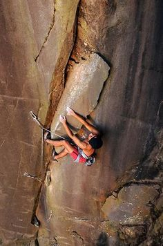 www.boulderingonline.pl Rock climbing and bouldering pictures and news Crack Miring (5.11a)