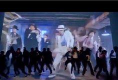RADIO WEB SAQUA: Oito discos póstumos de Michael Jackson pra ser lançados  Produtor diz que há mais material de Michael Jackson para ser lançado
