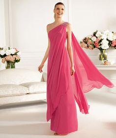 Pronovias te presenta su vestido de fiesta Canaleta de la colección Largos 2013.   Pronovias