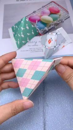Cool Paper Crafts, Paper Crafts Origami, Origami Paper, Oragami, Origami Candy Bag, Origami Boxes, Diy Crafts Hacks, Diy Crafts For Gifts, Diy Arts And Crafts
