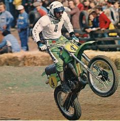 Brad Lackey Flying his Kawasaki in Sittendorf Austria Mx Racing, Dirt Bike Racing, Road Racing, Dirt Biking, Mx Bikes, Motocross Bikes, Vintage Motocross, 2 Stroke Dirt Bike, Off Road Bikes