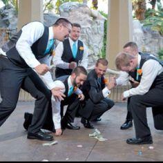 Great Vegas wedding photo idea for the groomsmen :)