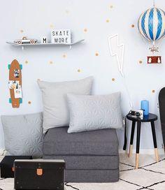 Inspiration for the boy's room 👌🏻 beautifully styled by Danish @lirumlarumleg thanks for including some Cam Cam here 💕 #boysroom #kidsroom #barnrum #kinderkamer #børneværelse #drengeværelse #camcam #cushion #organic