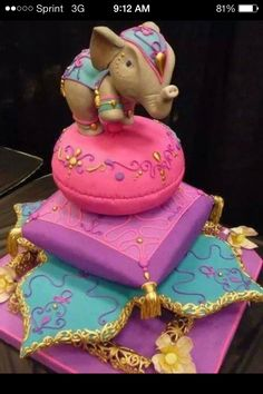 The most perfect baby shower cake... I would be the one with a Moroccan themed baby shower. With traditional Indian, Bollywood theme and dresses with my Bally out!!!