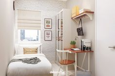Bingung gimana cara menata interior kamar yang terlalu kecil? Nggak sulit kok, baca artikel berikut supaya nggak bingung lagi! Tiny Bedroom Design, Small Room Design, Home Room Design, Room Ideas Bedroom, Small Room Bedroom, Bedroom Decor, Small Bedroom Inspiration, Small Room Decor, Minimalist Room