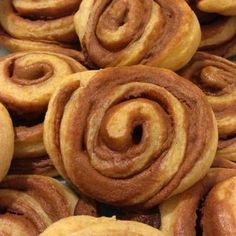 Tönköly csiga, fahéjas mascarponéval töltve 🍩 Onion Rings, Sausage, Muffin, Meat, Ethnic Recipes, Food, Mascarpone, Sausages, Essen