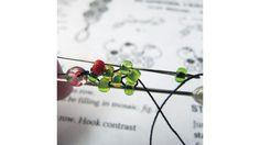 Peyote-Stitch Daisy Bracelet Beadwork, Beading, Beaded Jewelry, Beaded Bracelets, Daisy Bracelet, Kente Styles, Daisy Chain, Peyote Stitch, Chains