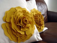 kiki creates: the flower pillow  Might work for pillow in guest room.