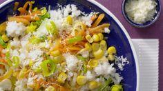 Bunt, würzig und ein wenig süßlich: Das mögen auch Kinder gern: Schneller Gemüse-Risotto mit Mais und Möhren |http://eatsmarter.de/rezepte/schnelles-gemueserisotto