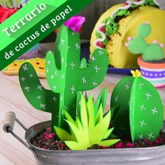This terrarium cactus paper you will love it as ornament for your home or office, it is very simple to do and looks a lot. Beam yours. Cactus Craft, Cactus Decor, Diy Arts And Crafts, Fun Crafts, Crafts For Kids, Hawaiian Party Decorations, 5 Minute Crafts Videos, Paper Plants, Paper Crafts Origami