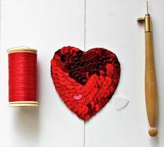 Custom'patch coeur , patch coeur , coeur rouge , écusson coeur , cadeau pour elle , cadeau St-Valentin , coeur brodé , lunéville , original de la boutique Heollene sur Etsy