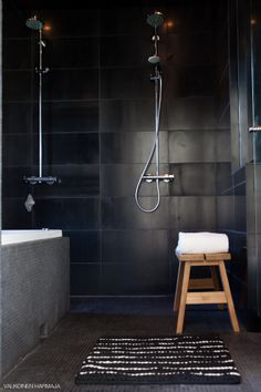 Black and grey looks very sophisticated. Ideal for a house of boys, cleaning wise would look good without having to be sparkling clean Simple Bathroom Designs, Bathroom Ideas, Cement Bathroom, Neutral, Black Rooms, Beautiful Bathrooms, Modern Bathrooms, Sparkling Clean, Home Spa