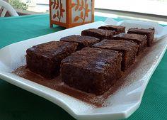 Dnes jsme zkusili recept na tento skvělý dezert. Tak osvěžující čokoládový koláč je právě to, co potřebujete během horkých letních dnů. Zkuste právě tento, který se velmi povedl a moc nám všem chutnal. Je naprosto jednoduchý k přípravě stačí jen hrnek (2 dl) a lžíce. Určitě vás mile překvapí. Co budeme potřebovat: Těsto: 2 hrnky …