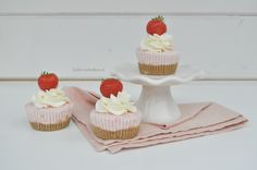 Deze semifreddo cupcakes zijn super lekker en fris voor op een warme zomerse dag! En super fijn: je hoeft de oven niet te gebruiken! Wat je vooral nodig hebt is je vriezer! Serveer deze cupcakes al…