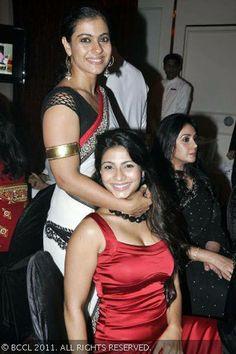 Kajol with sister Tanisha during 'Hello Hall Of Fame' Awards 2011 Beautiful Bollywood Actress, Beautiful Indian Actress, Beautiful Actresses, Beautiful Women, Indian Silk Sarees, Indian Beauty Saree, Kajol Saree, Indian Actress Gallery, Aunty In Saree