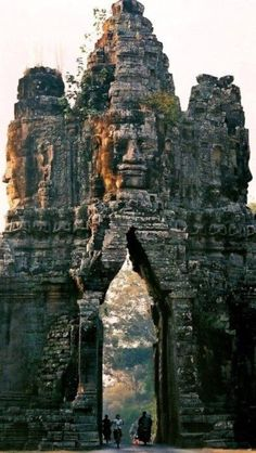 Funny pictures about The Old Gate Of Angkor Thom. Oh, and cool pics about The Old Gate Of Angkor Thom. Also, The Old Gate Of Angkor Thom photos. Laos, Places Around The World, Travel Around The World, Around The Worlds, Phnom Penh, Places To Travel, Places To See, Travel Destinations, Amazing Places To Visit