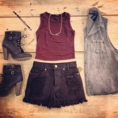 Simple and edgy outfit of the day!