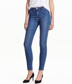 Denim blue. Ankle-length jeans in washed stretch denim with a regular waist. Mock front pockets, regular back pockets, and skinny legs.