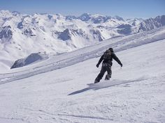 Empty slopes, soft snow and unending views. A perfect day snowboarding in the French Alps  #greatwalker
