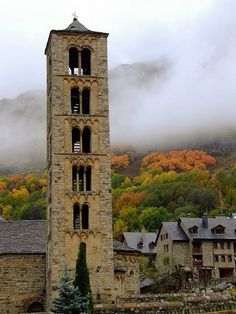 Sant Climent de Taüll a la tardor,  Lleida,  Catalonia