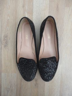 Chatitas de cuero negras reptil con brillo #SibylVane #ComoNuevas #ModaSustentable. Compra esta prenda en www.saveweb.com.ar!