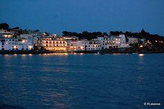 Vista de la bahía de Cadaqués al anochecer #spain