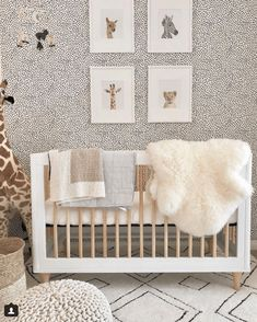 New ideas for kids room ideas unisex cribs Baby Room Design, Nursery Design, Baby Room Decor, Nursery Room, Girl Nursery, Nursery Decor, Animal Theme Nursery, Safari Nursery Themes, Wall Paper Nursery