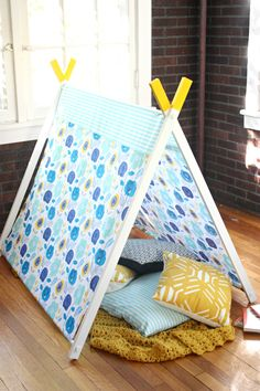 Free tutorial for how to make this play tent! Awesome!