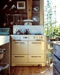 Spring is here and I'm craving the coziness of a cottage kitchen. I'm talking about brick floors and open shelving and vintage appliances an. Kitchen Stove, Kitchen Dining, Kitchen Decor, Kitchen Cook, Cabin Kitchens, Cottage Kitchens, Old Stove, Stove Oven, Vintage Stoves