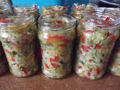 W tym roku postanowiłam zrobić coś na zinę z cukinni i znalazłam pyszny przepis w gazetce Przepisy Czytelników nr 8/2013. Już prubowałam sa... Canning Recipes, Preserves, Pickles, Mason Jars, Frozen, Food And Drink, Homemade, Vegetables, Cooking