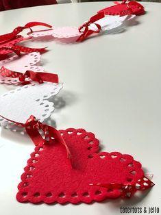4 Easy to Make Crafts for Valentine's Day Valentine Day Wreaths, Valentines Day Decorations, Valentine Day Crafts, Valentine Ideas, Saint Valentine, Valentine Heart, Valentine Poster, Saint Valentin Diy, Valentines Bricolage