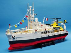 Jacques Cousteau's Research Vessel Calypso, built at 1:100 scale, with about 1 K LEGO pcs. You can find this project at LEGO Ideas: ideas.lego.com/projects/64937f39-d59b-42d3-be74-e913c41f1711 Thank you!