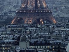 gives you an idea of just how big the eiffel tower really is...
