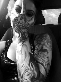 Resultado de imagem para tattoo hand skull